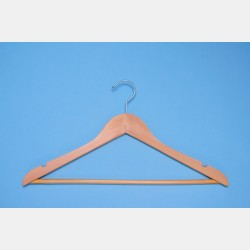 WOODEN HANGERS WITH BAR CM 45