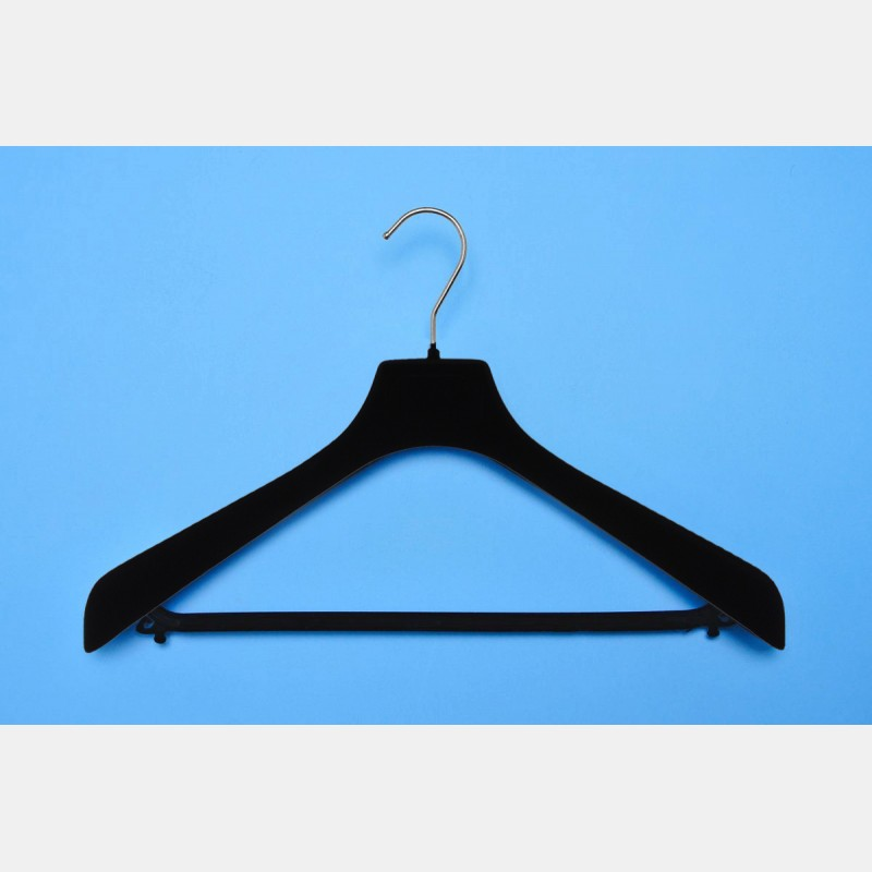 VELVET BLACK CLOTHES HANGER 42CM WITH BAR